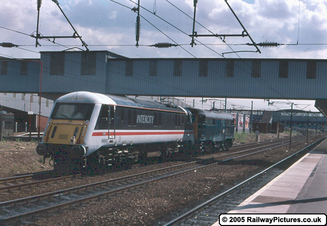 89001 being pulled by Class 31